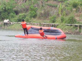 flipping a ship - water rescue workshop